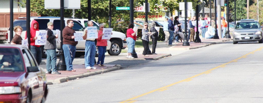 Photo by RR Best Members of various area churches lined the streets around Sullivan Sunday in recognition of and participation in the National Life Chain event, which protested abortion.