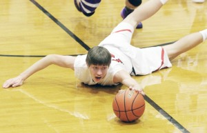 Photo by Keith Stewart Sullivan's Derek Stain dives for the ball Tuesday night during what was a scrappy and physical game against Arcola. Stain led the night with 29 points and was crucial down the stretch, sinking 9-of-10 free throws to help his team to a 57-47 victory.