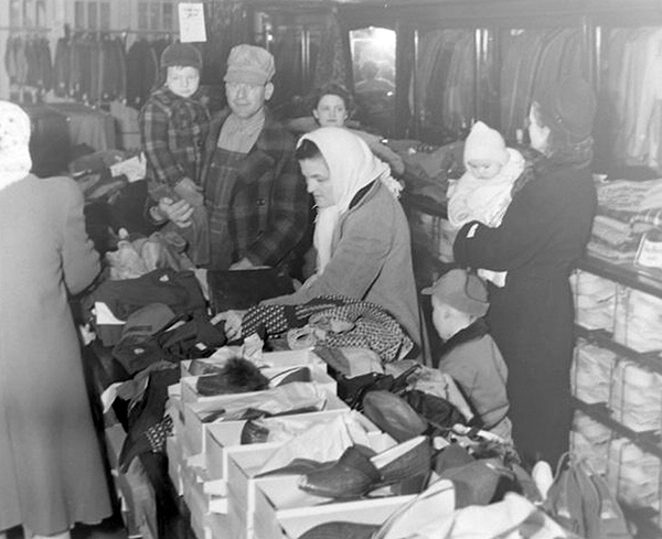 Pictured above are customers shopping during Sullivan's dollar days in 1949. Please submit photos to the News Progress for future consideration. Originals will be saved for return or forwarded to Moultrie County Historical Society. If you have any other information, please contact the Moultrie County Historical Society at 217-728- 4085.