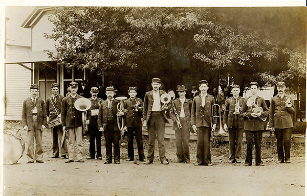 Pictured above is a photo of the Arthur Town Band getting ready for a parade. This photo was taken circa 1910-1919. Please submit photos to the News Progress for future consideration. Originals will be saved for return or forwarded to Moultrie County Historical Society. If you have any other information, please contact the Moultrie County Historical Society at 217-728- 4085.