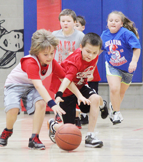 Photo by RR Best Mighty Mite Action Basketball came to Sullivan last weekend with future players ranging from 5-8 years old hitting the court, many for the first time. The Mighty Mites basketball program offers boys and girls an introduction to the basic skills required to play basketball. Not only do they learn how to dribble and shoot, but future players get a chance to see how teamwork and good sportsmanship contribute to the overall fun of the game.