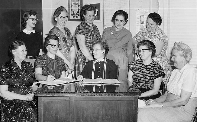 Pictured above is the 1956-1957 Moultrie County Home Bureau Board. Pictured are Myrtle Smith, Mildred Brewer, Mabel Heerdt, Norma Dolan, Mildred Getz, Natalie Sue Wiggers, Helen Clark, Mary Oathout, Fern Wiley, and Ina Elder. Please submit photos to the News Progress for future consideration. Originals will be saved for return or forwarded to Moultrie County Historical Society. If you have any other information, please contact the Moultrie County Historical Society at 217-728- 4085.